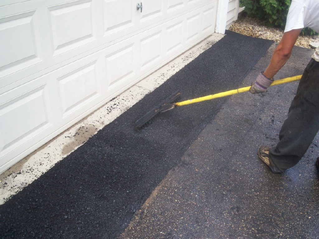 Asphalt crack repair st paul professional seal coating services st paul driveway repair solutioingenieria Choice Image