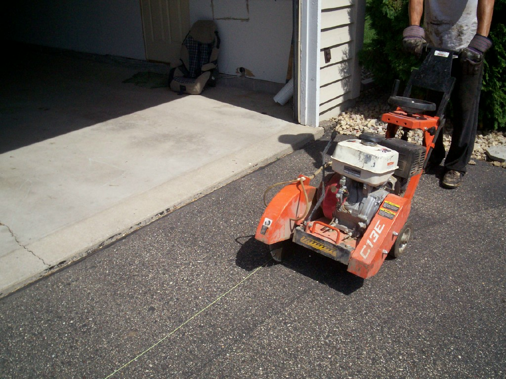 Driveway repair minnesota professional seal coating services why hire sealcoating professionals seal king is a leader in asphalt driveway repair solutioingenieria Gallery