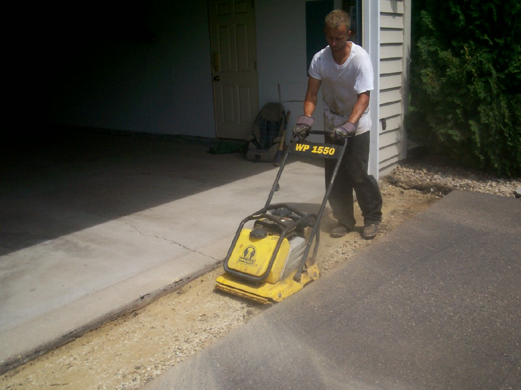 Driveway repair minnesota professional seal coating services why hire sealcoating professionals solutioingenieria Gallery